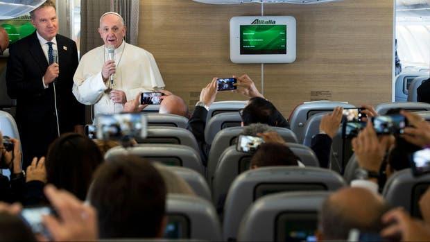 Papa Francisco arriba a Colombia en su visita pastoral de cinco días