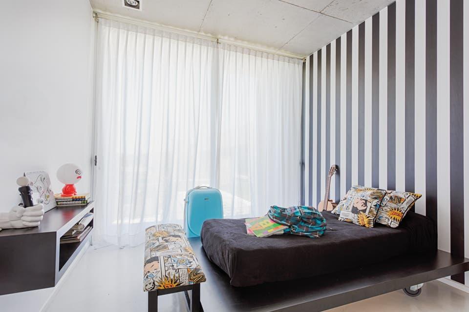 Una propuesta minimalista con toques de color - Living - ESPACIO ...