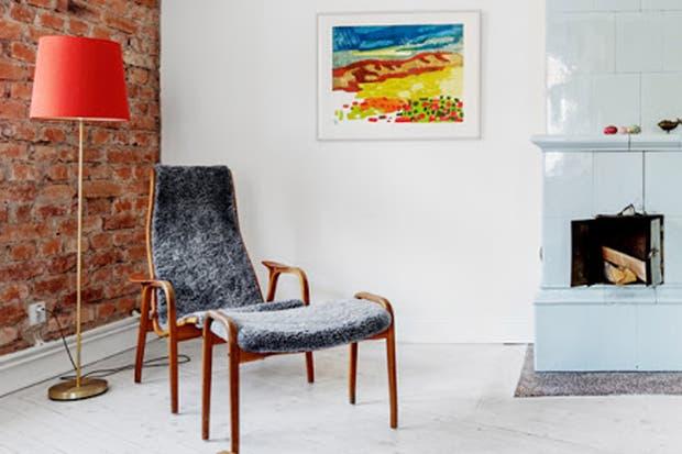 Un sillón otomano es una buena alternativa para descansar las piernas; además, puede funcionar como superficie de apoyo para una bandeja, libros o revistas.  /Feelinspiredblog.com