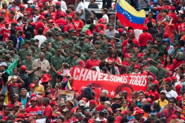 Después de que el Tribunal Supremo de Justicia afirmara que no es necesaria una nueva jura de Chávez hoy, el acto en apoyo se reforzó