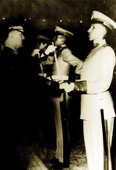 En 1971 al egresar de la academia militar. Foto: AP
