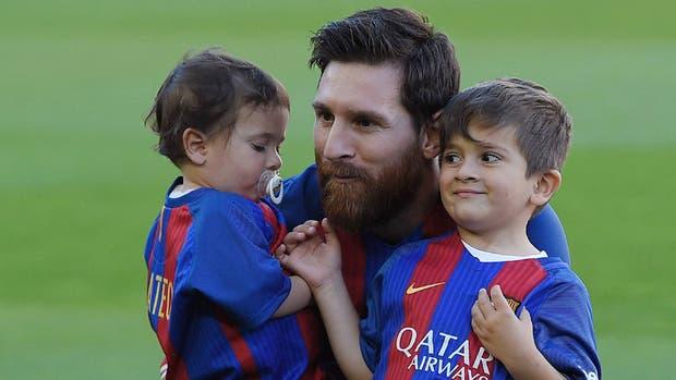Messi y sus hijos, antes del partido ante Villarreal