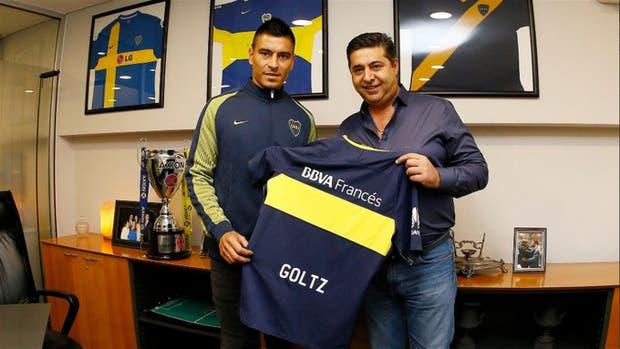 Goltz ya tiene su camiseta azul y oro