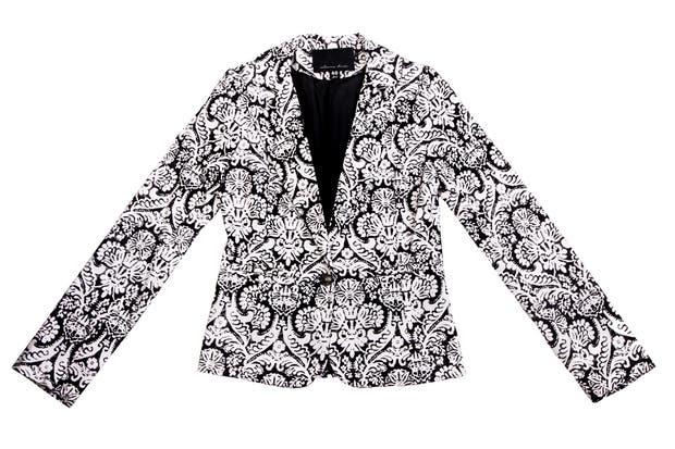 En blanco y negro (Estancias Chiripá, $957).