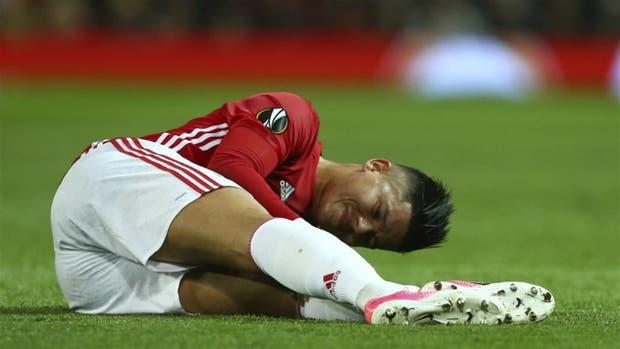 Marcos Rojo, el jueves pasado, cuando sufrió la lesión jugando para Manchester United