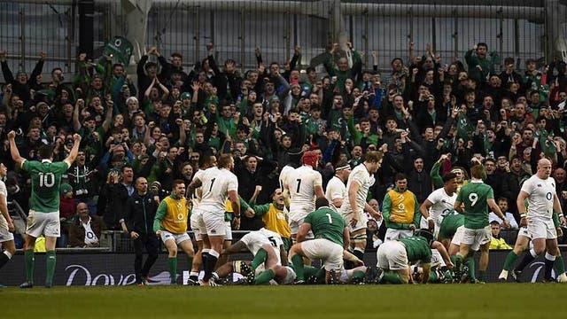 Irlanda derrotó al campeón Inglaterra en Dublín