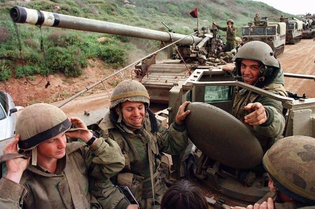 Soldados israelíes en el Líbano. Aunque los medios tradicionales dan gran cobertura a estos hechos, la investigació sugiere que son noticias que no se comparten en las redes sociales