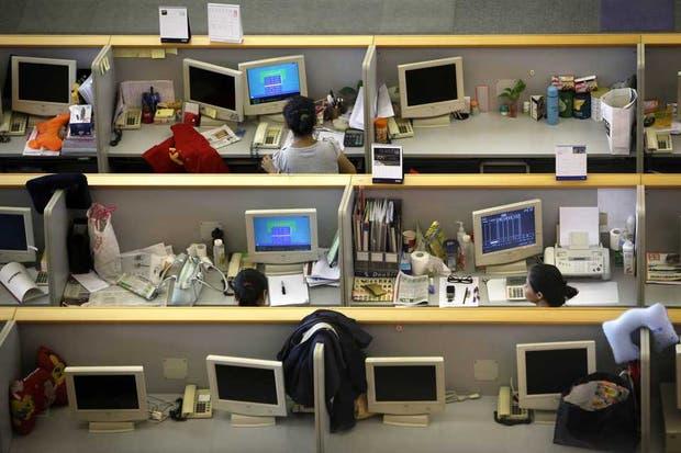 Internet de las Cosas plantea ir más allá de los actuales dispositivos electrónicos para permitir la conexión on line y la interacción de objetos con sistemas informáticos