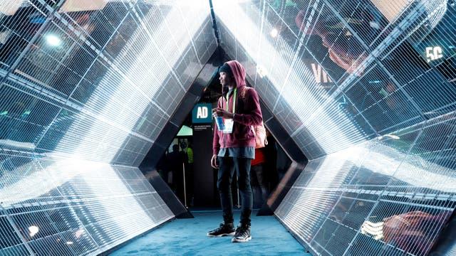 Caminando por la pantalla inmersiva 5G de Intel