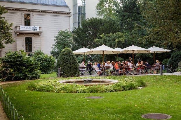 Desde los jardines de la Literaturhaus, vista del Museo dedicado a Käthe Kollwitz, una de las artistas más importantes del siglo XX.  Foto:Living /Daniel Karp