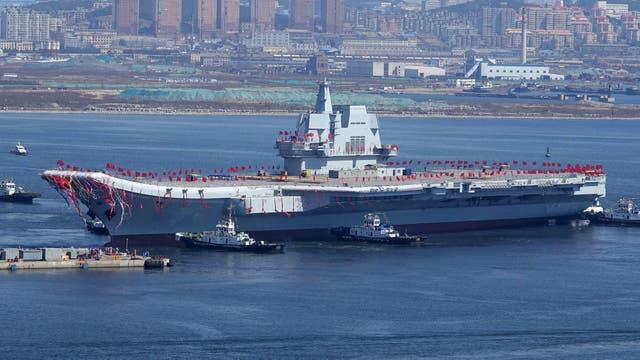 China no se quiere quedar atrás y presentó su nuevo portaaviones. Foto: AFP