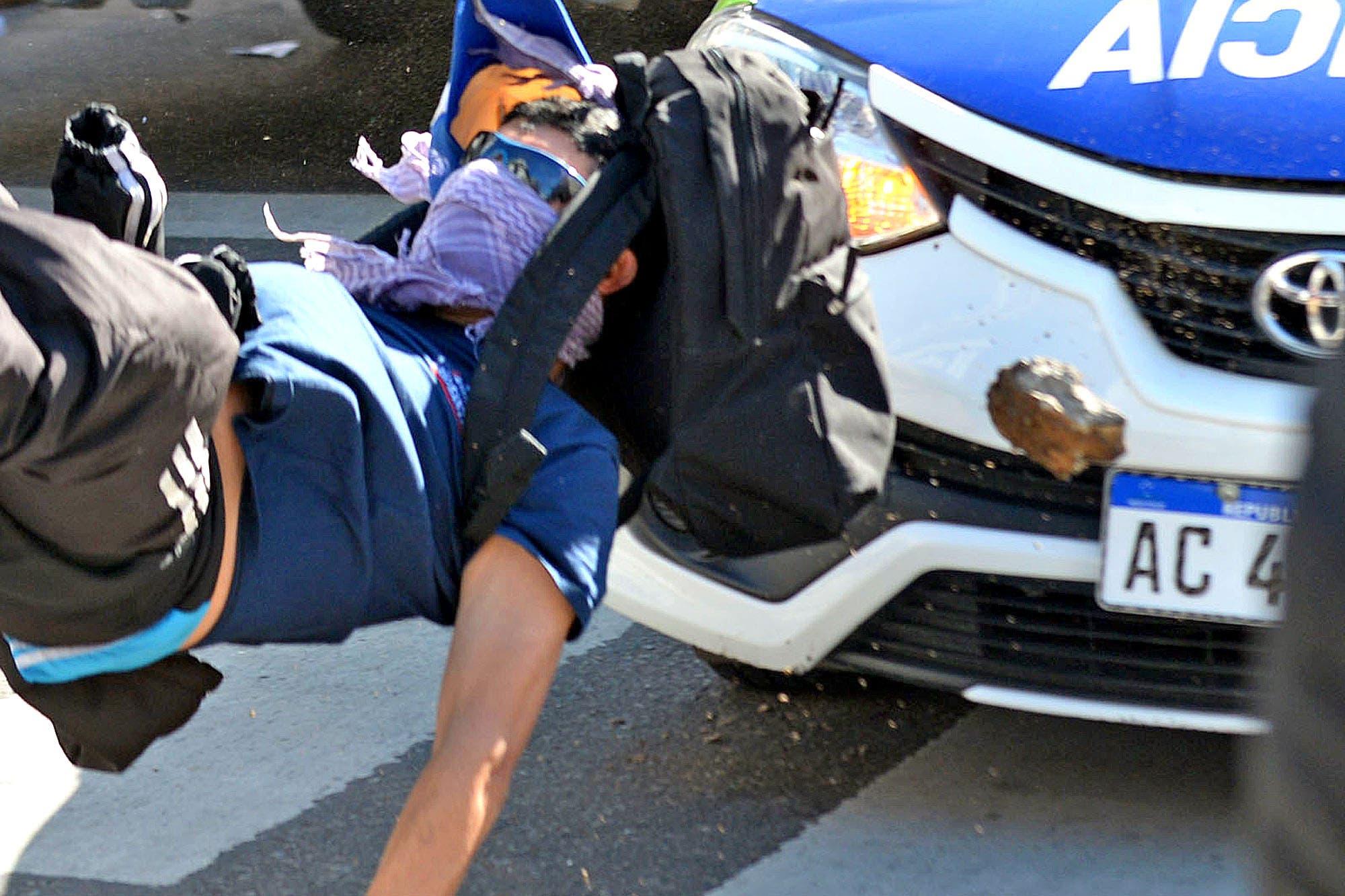 La Plata: they complain that a patrol car ran over a