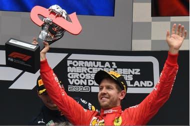 Tras varias amarguras, Sebastian Vettel protagonizó en su país una remontada memorable: pasó de 20º y último, a segundo.