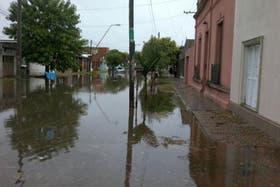 Fuertes lluvias causan inundaciones en Santa Fe