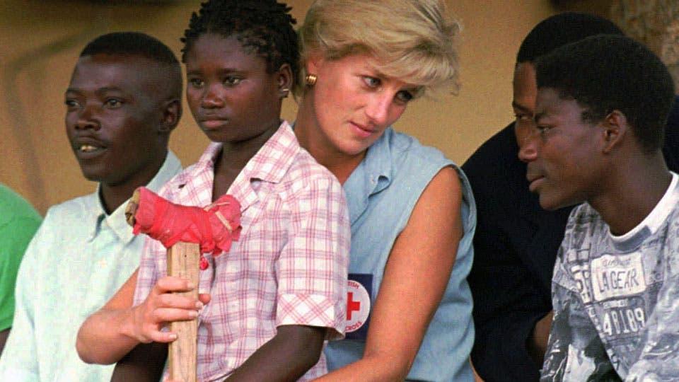 Lady Di colaboró con la Cruz Roja y luchó contra las minas antipersona