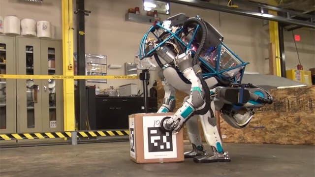 El robot con forma humana de Boston Dynamics es capaz de hacer varias tareas manuales
