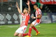 Estudiantes venció a Atlético Tucumán en un final polémico: 3-2