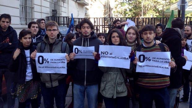 Los estudiantes rechazan el presupuesto que se aprobaría hoy para la UBA