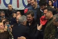 El abrazo de la emoción azulgrana: Julio Lamas y Marcelo Tinelli tras el título de San Lorenzo