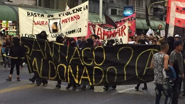 La marcha fue convocada por la Coordinadora de Familiares de Víctimas de Gatillo Fácil y se dirigía hacia El Panal, el edificio sede del gobierno provincial.