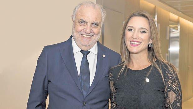 El fundador, Juan Carlos Rabbat, y la rectora María Belén Mendé