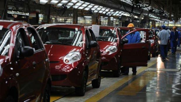 Construcción, alimentos y automóviles, los sectores que están reanimando la industria