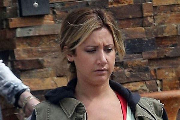 Ashley Tisdale prefiere usar una colita bien baja y suelta. ¿Te gustan los reflejos en el flequillo?. Foto: Celebritieswonder.net