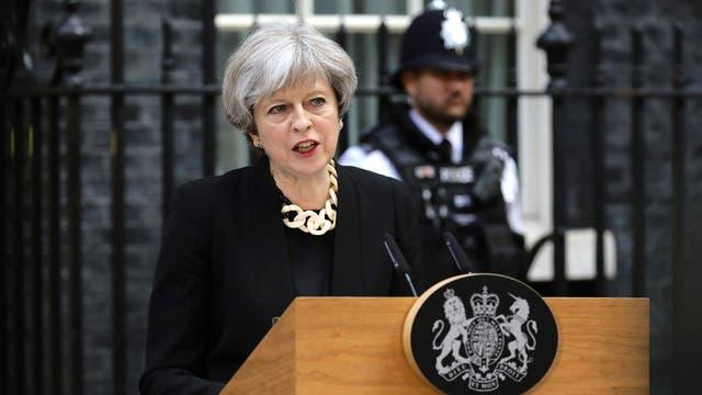 """Theresa May endurece su discurso tras los ataques: """"Hay demasiada tolerancia; basta, es suficiente"""""""