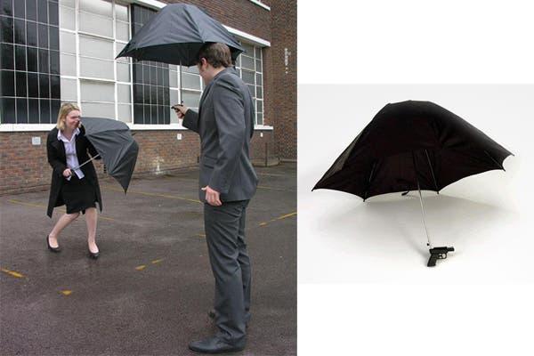 ¿Quién dijo que la lluvia no es divertida? ¡Cuanto más llueva, más cargada estará tu pistola!. Foto: boredpanda.com