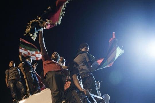 Los festejos de los rebeldes libios en la plaza central de Trípoli. Foto: AFP