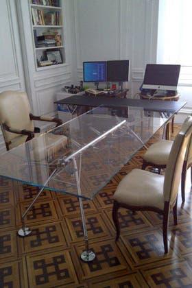 La mesa Nomos, en el despacho de Boudou