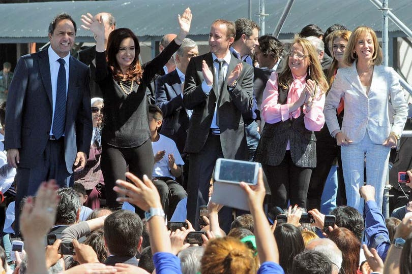 Cristina Kirchner se presentó en un acto en calzas y las acompañó con un collar de perlas. Foto: Télam