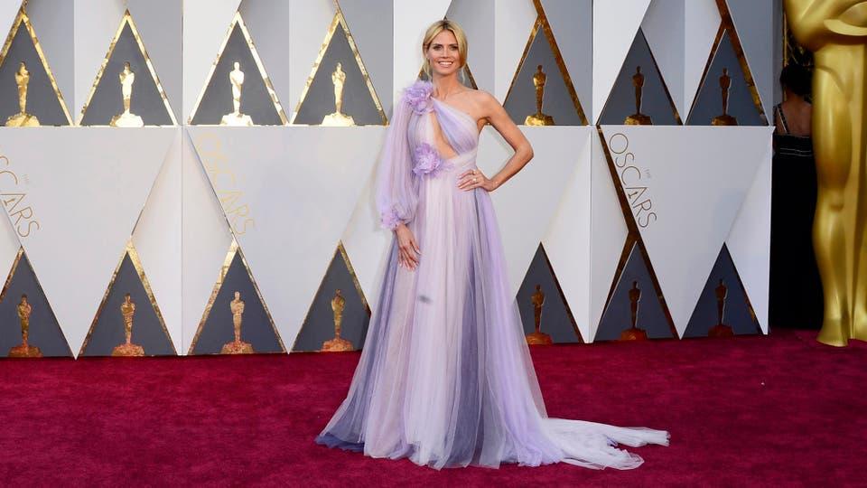 Heidi Klum siempre es una de las más aclamadas por sus looks acertados, pero esta vez el vestido rosa de Marchesa que eligió no recibió las mejores críticas ¿Te gustó?.