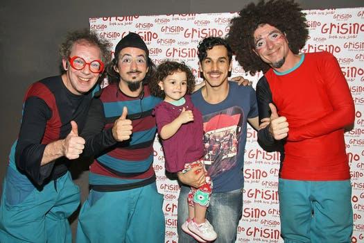Un gran papá: Martín Slipak y su hija junto al grupo La Pipetuá en el Ciclo Grisino Teatro y Música. Foto: Gentileza Débora Latcher comunicaciones