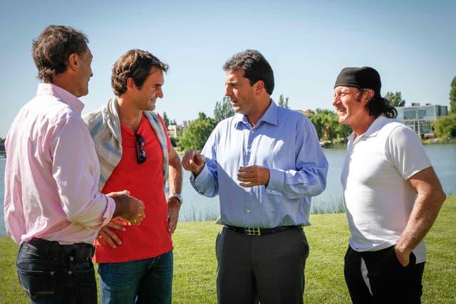 Federer junto a Vilas, Clerc y Massa