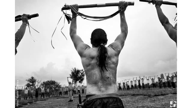 """""""Tierra Herida. Ecos de la guerra en Colombia"""", es el proyecto del fotógrafo Fabio Cuttica que busca documentar el impacto y las consecuencias del conflicto armado en Colombia sobre la población civil."""