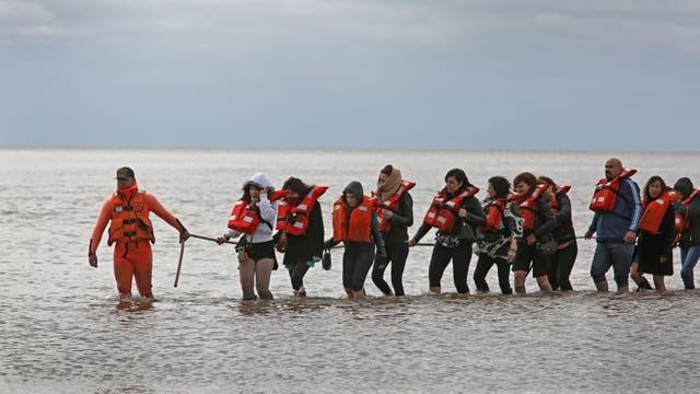 Encalló un catamarán en Olivos con más de cien docentes que festejaban el Día del Maestro