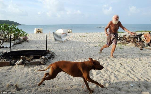 Perdió su fortuna y se mudó a la Isla de la Restauración