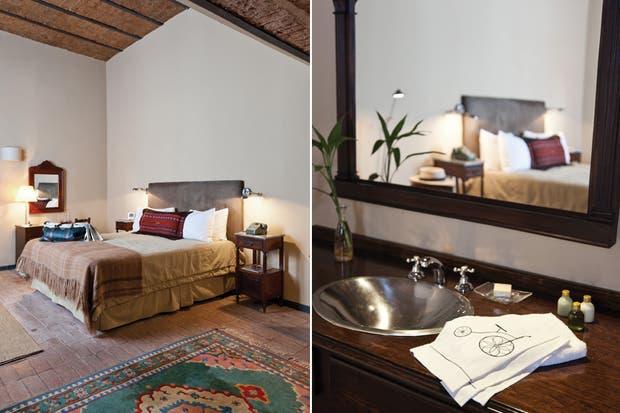 La habitación Francis tiene la particularidad de integrar la pileta del baño puertas adentro. El piso de ladrillo barnizado se suaviza con alfombras coloridas, ubicadas atinadamente lejos de lavabo..