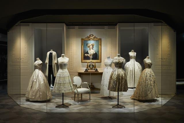 Christian Dior se propuso recuperar la elegancia de la Belle Époque.