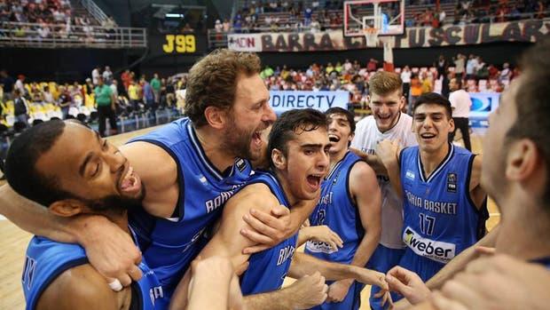 El festejo de Bahía Basket tras clasificarse a la final de la Liga de las Américas