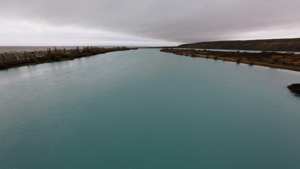 El Río Santa Cruz nace con el desagüe de los glaciares y recorre 385 km hasta el Atlántico. Foto: Ricardo Pristupluk