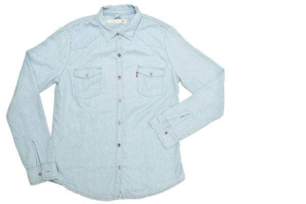 Camisa de denim con pintitas (Levi´s, $549).