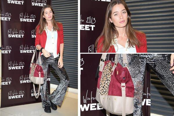 La modelo Angie Pedreira fue a conocer la colección de invierno de Sweet vestida con un palazzo en animal print, blazer rojo y una cartera muy linda con recortes de leopardo. Foto: MK Comunicación