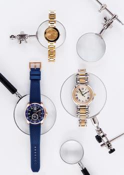 Arriba: Reloj Bold Gold para dama (Movado) Derecha: Acero y oro rosado con diamantes (Longines) Izquierda: De acero con caja de oro amarillo y brazalete de caucho (Cartier). Foto: Silvio Zuccheri