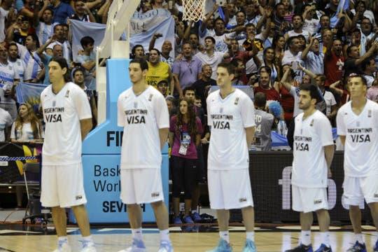 Argentina le ganó por 85-81 a Filipinas y sumó su segundo triunfo. Foto: AFP