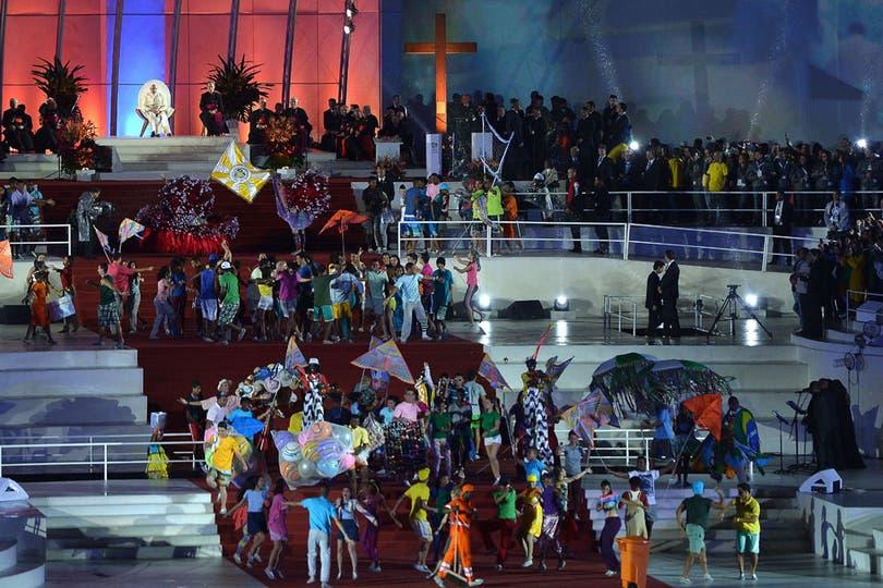 La ceremonia incluyó showsmusicales, de baile y representaciones religiosas. Foto: AFP