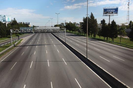 Nadie en las autopistas. Foto: LA NACION / Ricardo Pristupluk