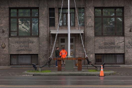 Pese a que los reclamos no fueron tenidos en cuenta por el Gobierno, los efectivos se retiraron de los edificios oficiales. Foto: LA NACION / Ezequiel Muñoz