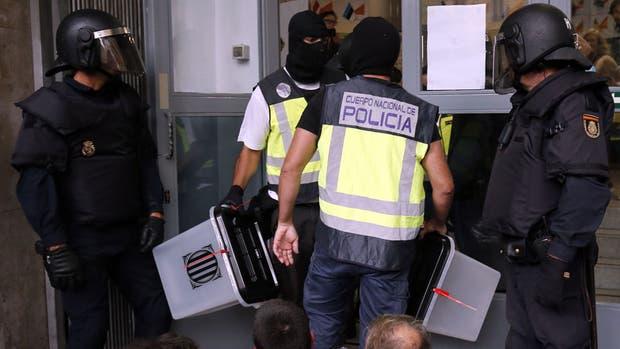 Las urnas, el blanco de la Policía